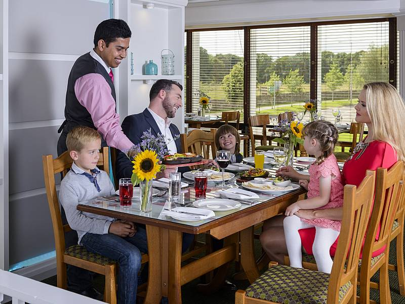 Food & Drink : Family Dining in OD's Restaurant